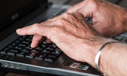Les seniors se mettent à l'informatique, les chiffres le montrent