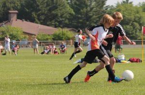 Petit garçon fan de football
