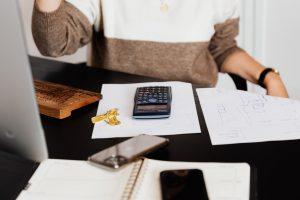 Placer son épargne en assurance vie ou en investissement immobilier ?